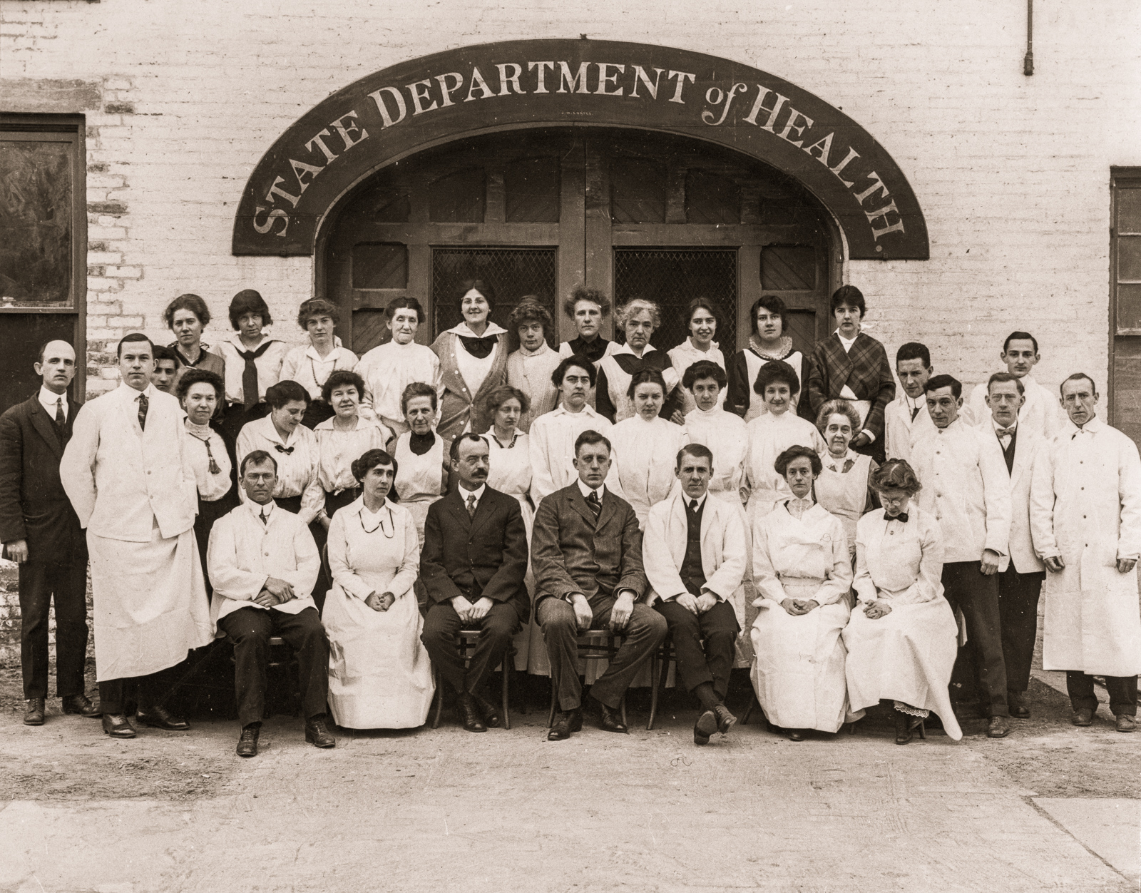 Laboratory staff in front of old Laboratory Yates St., January 1915